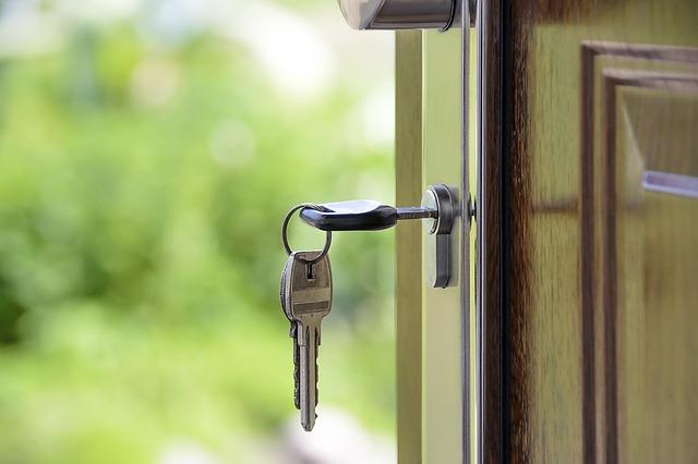 Landlord Gas Safety Certificates | House Keys | Jones & Brotherton Plumbing & Heating Contractors